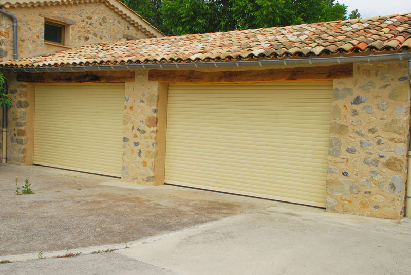 Portes de garage guilles stores honorat menuiserie for Garage les milles